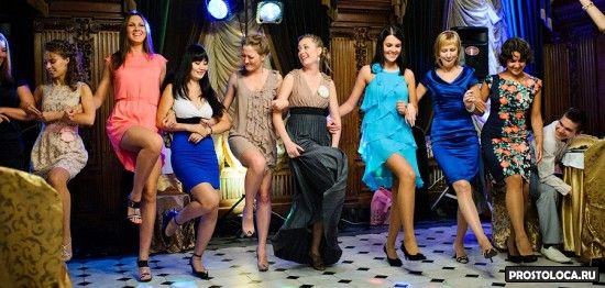 девушки танцуют канкан