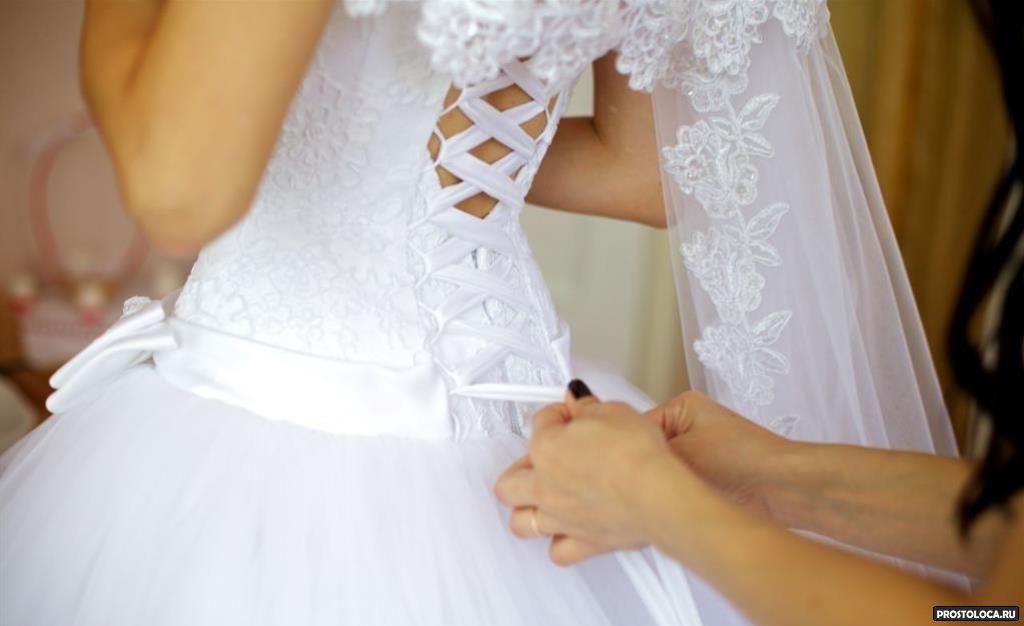 Как затянуть свадебное платье