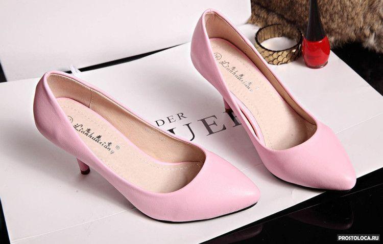 натирают туфли