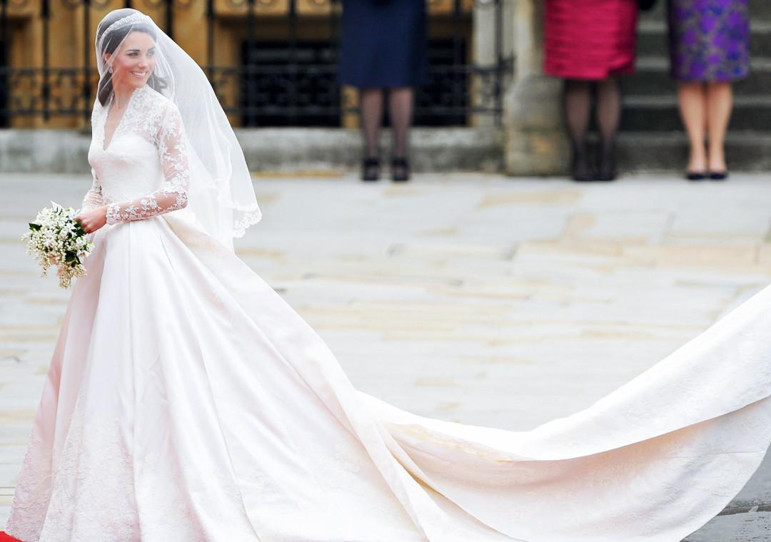 как убрать шлейф свадебного платья