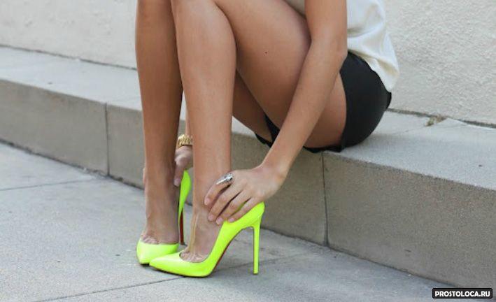 туфли лодочки на ногах